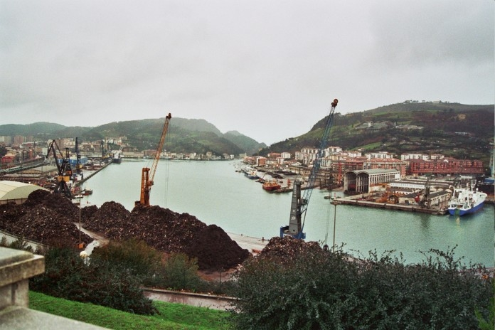 La autoridad portuaria de Pasaia abandona obligaciones fundamentales que conllevan nefastas consecuencias para la dársena
